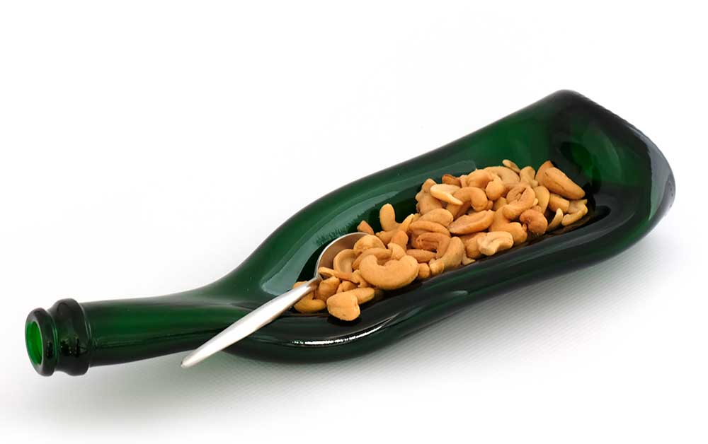 geschmolzene Flsche mit Nüssen
